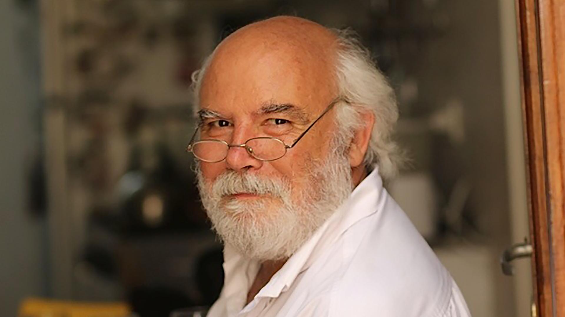 Director Juan Sasturain